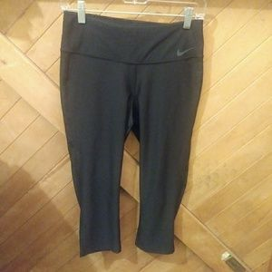 Nike dri fit. Women's cropped leggings